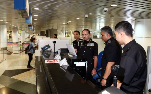 Malaysians in 'Suspected List' can't go overseas, causing long queues at KLIA